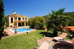 Villa Paradise - Pool and Garden
